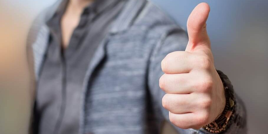 man with thumbs up agreeing informally in English - learn English on the internet